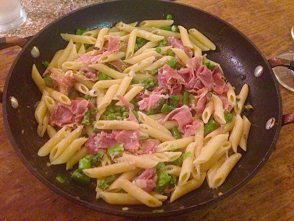 Penne with Asparagus, Scallions, Peas and Prosciutto // Everyday ...